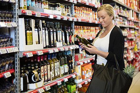Hochwertiges Olivenöl beim Einkauf