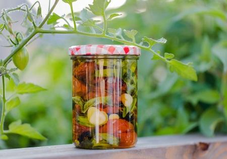 Gemüse in Olivenöl einlegen